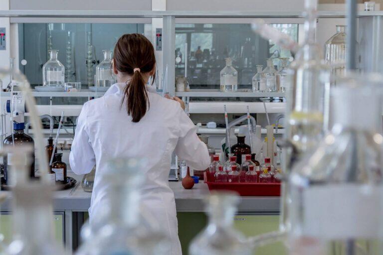 laboratory 2815641 1920 1 768x512 - Empresa